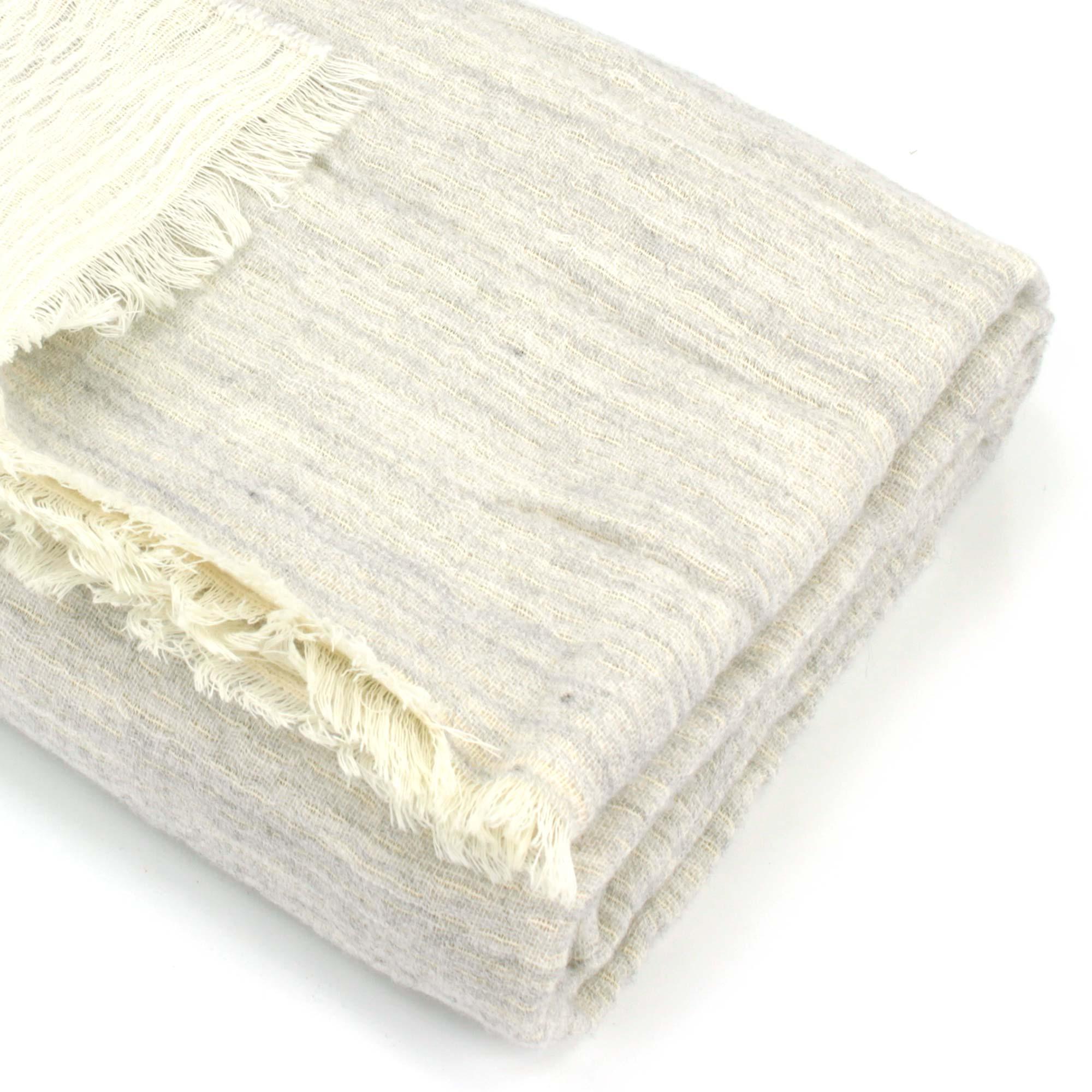 plaid tasmanie laine m rinos acrylique coton 145x175 cm cru linnea vente de linge de maison. Black Bedroom Furniture Sets. Home Design Ideas